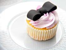 Petit gâteau de fraise dans le mariage photographie stock
