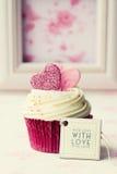 Petit gâteau de Valentine Photographie stock libre de droits