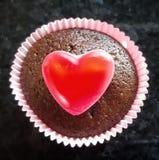 Petit gâteau de valentines de coeur image stock
