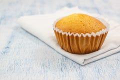 Petit gâteau fait maison de vanille Photos stock