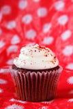 petit gâteau rouge de velours images stock