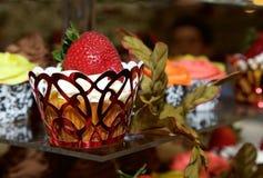 Petit gâteau sur l'affichage Images stock