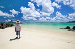 Petit garçon à la plage Images libres de droits