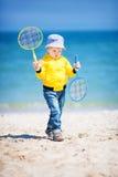 Petit garçon à la plage de sable Photographie stock