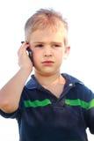 Petit garçon au téléphone images stock