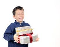 Petit garçon avec des cadeaux Image stock