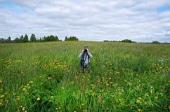 Petit garçon avec l'appareil-photo Jeune Photographe Photo libre de droits
