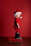 Petit garçon avec la valise de Noël Photo libre de droits