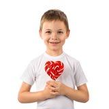 Petit garçon avec le coeur de lucette de sucrerie d'isolement sur le blanc Jour du `s de Valentine Photographie stock libre de droits