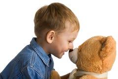 Petit garçon avec le nounours Photo libre de droits
