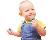 Petit garçon avec une certaine substance dans des ses mains d'isolement sur le whi images libres de droits