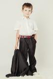 Petit garçon avec une veste dans sa main Image stock
