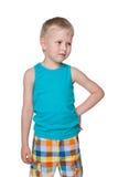 Petit garçon blond curieux photos libres de droits