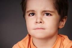 Petit garçon bouleversé Images libres de droits