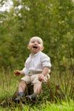 Petit garçon dans la forêt Photographie stock libre de droits
