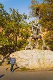 Petit garçon dans la vieille ville Photo stock