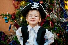 Petit garçon dans le procès du pirate Image stock