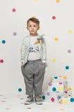 Petit garçon dans un costume photo libre de droits