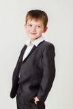Petit garçon dans un procès d'affaires Image libre de droits