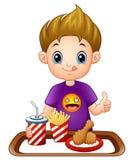 Petit garçon de bande dessinée avec des aliments de préparation rapide renonçant à des pouces illustration stock