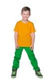 Petit garçon de sourire dans une chemise jaune images libres de droits