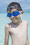 Petit garçon des vacances d'été images libres de droits