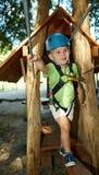 Petit garçon en stationnement d'aventure Image libre de droits