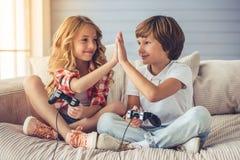 Petit garçon et fille Images libres de droits