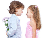 Petit garçon et fille dans l'amour Image stock