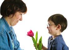 Petit garçon et sa mère Image stock
