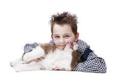 Petit garçon et un chiot de border collie Image libre de droits