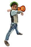 Petit garçon feignant un musicien avec l'ukulélé Images libres de droits