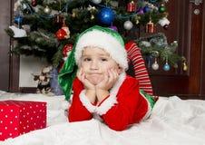 Petit garçon habillé comme gnome Images stock