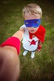 Petit garçon habillé comme Superman Images stock