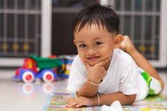 Petit garçon heureux Photos stock