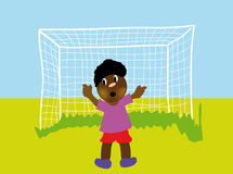 Petit garçon jouant au football Image stock