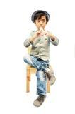 Petit garçon jouant la cannelure Image stock