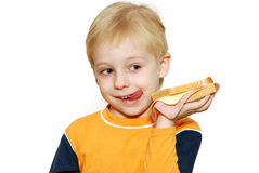 Petit garçon mangeant le sandwich sain Photos libres de droits