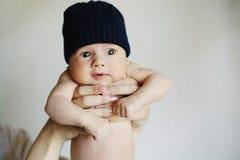 Petit garçon mignon à la maison images libres de droits