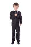 Petit garçon mignon dans le costume avec le microphone d'isolement sur le whi photo stock