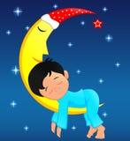 Petit garçon mignon dormant sur la lune Image libre de droits