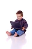Garçon mignon avec un ordinateur portable Photographie stock
