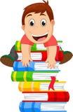 Petit garçon montant un livre Photographie stock libre de droits