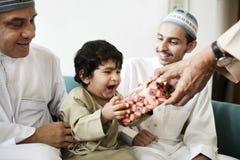 Petit garçon musulman avec sa famille Images libres de droits