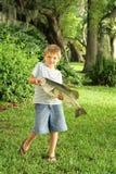Petit garçon retenant une basse Photos libres de droits