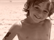 Petit garçon sur la plage Photo libre de droits