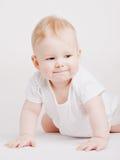 Petit garçon sur la surface blanche photographie stock libre de droits