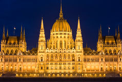 Petit groupe élevé tiré du parlement hongrois. Photos stock