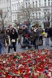 Petit groupe de personnes donnant l'hommage à V. Havel Photo libre de droits