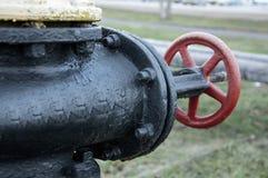Petit groupe en gros plan d'industrie rouge de valve du détail de tube Photographie stock libre de droits